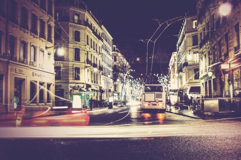 Photographie de Lyon la nuit place de l'Opéra